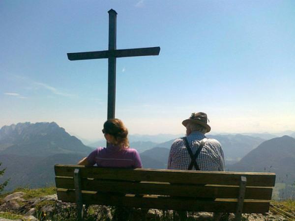 Genießen Sie den atemberaubend, schönen Fernblick von den Gipfeln der umliegenden Berge