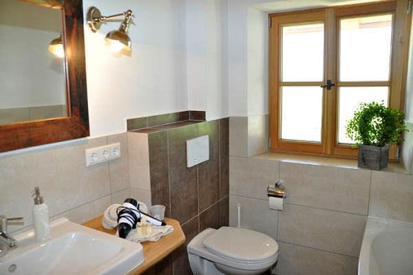 Rundum wohlfühlen  - in unserem modernen und komfortablen Badezimmer